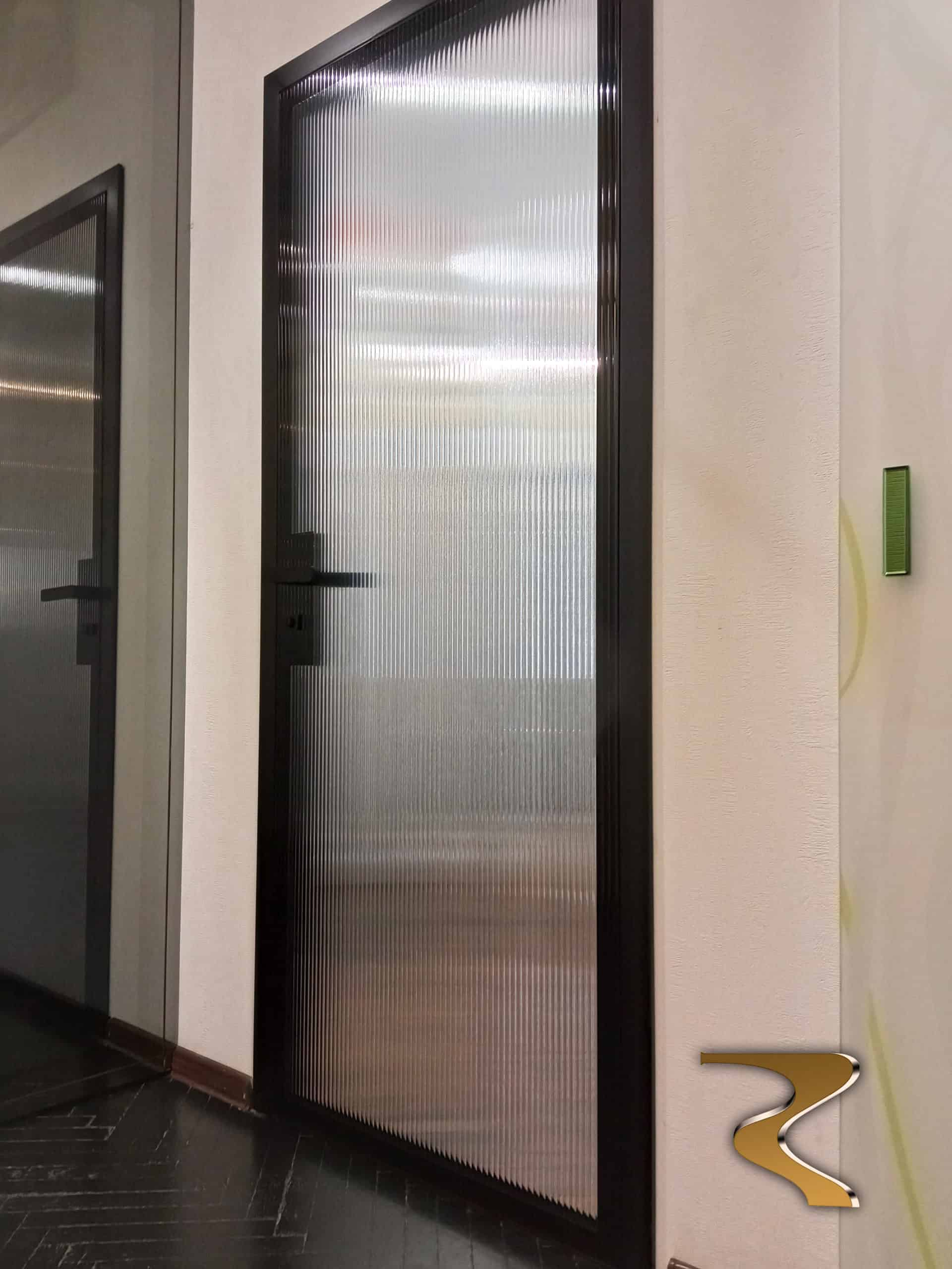 """Межкомнатные двери Limerence Refaraction с """"рифленым"""" стеклом"""